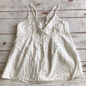 Tops - Gorgeous eyelet tank